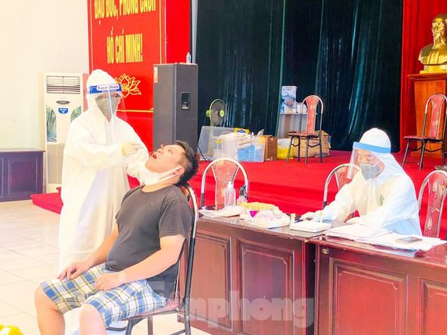 Hà Nội xét nghiệm RT-PCR người về từ Đà Nẵng sau 1 ngày tạm dừng - Ảnh 12.