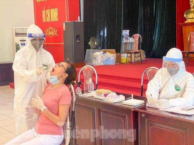 Hà Nội xét nghiệm RT-PCR người về từ Đà Nẵng sau 1 ngày tạm dừng - Ảnh 13.