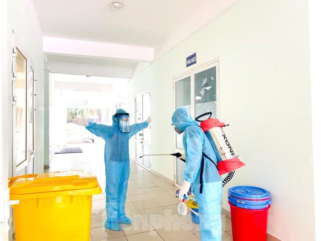 Hà Nội xét nghiệm RT-PCR người về từ Đà Nẵng sau 1 ngày tạm dừng - Ảnh 15.