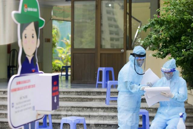 Hà Nội xét nghiệm RT-PCR người về từ Đà Nẵng sau 1 ngày tạm dừng - Ảnh 3.