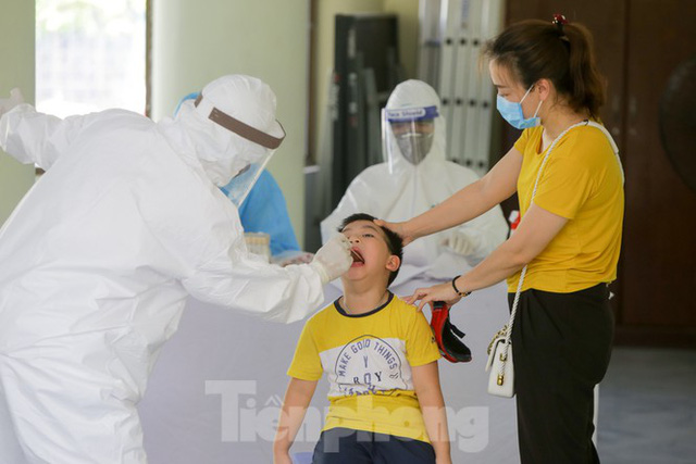 Hà Nội xét nghiệm RT-PCR người về từ Đà Nẵng sau 1 ngày tạm dừng - Ảnh 5.
