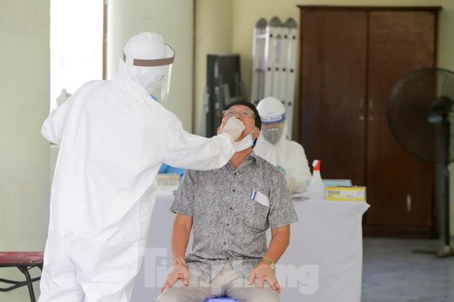 Hà Nội xét nghiệm RT-PCR người về từ Đà Nẵng sau 1 ngày tạm dừng - Ảnh 6.