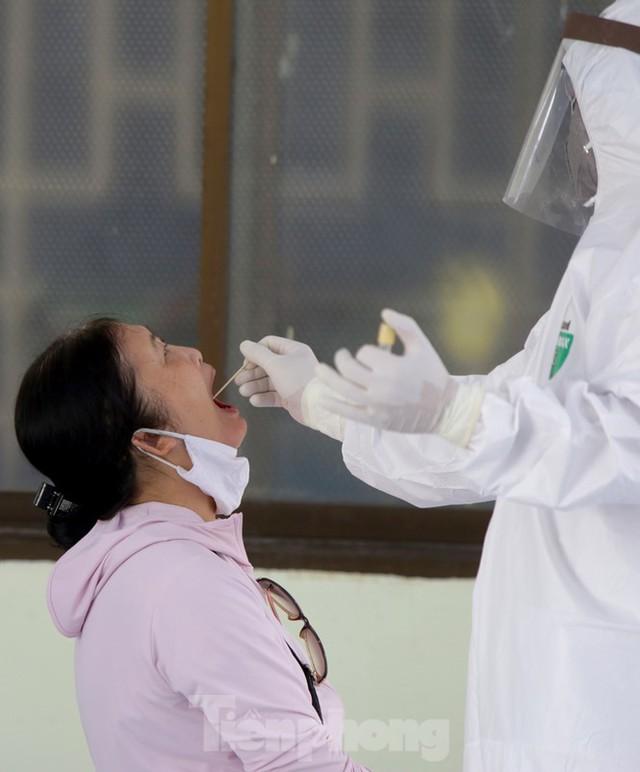 Hà Nội xét nghiệm RT-PCR người về từ Đà Nẵng sau 1 ngày tạm dừng - Ảnh 7.