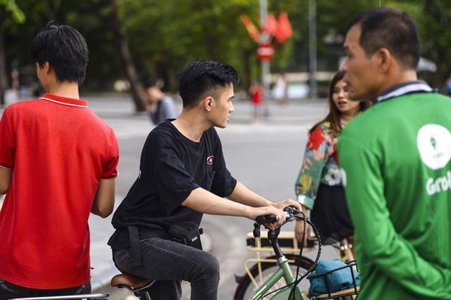 Nhiều người dân Hà Nội thờ ơ trước quyết định xử phạt không đeo khẩu trang nơi công cộng - Ảnh 8.