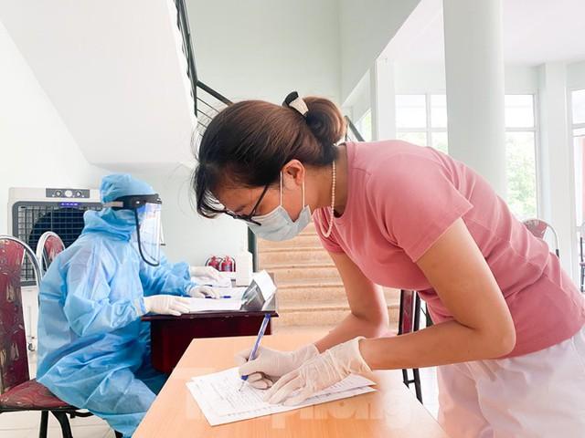 Hà Nội xét nghiệm RT-PCR người về từ Đà Nẵng sau 1 ngày tạm dừng - Ảnh 10.