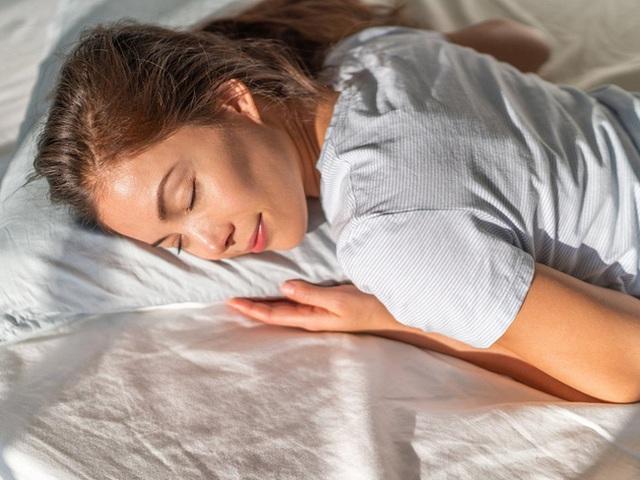 Ngủ trưa là thời điểm nuôi dưỡng gan thận nhưng nếu phạm phải 5 sai lầm này thì coi chừng sức khỏe sẽ bị tổn hại nghiêm trọng hơn - Ảnh 3.