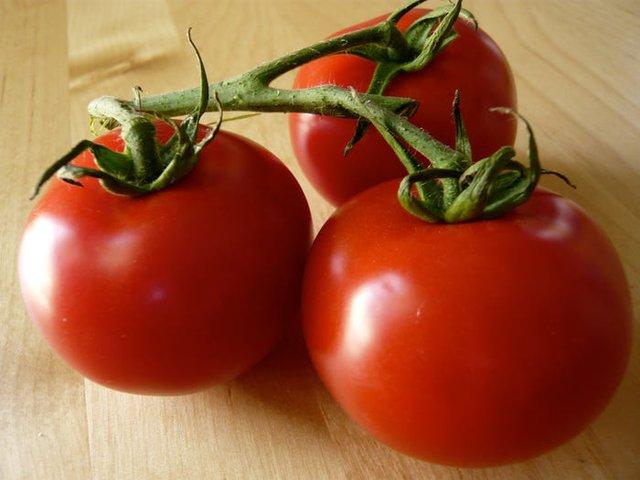 Nhìn vào củ khoai tây, cà chua, hành tây mà thấy có dấu hiệu này thì nên cho vào thùng rác vì ăn sẽ không có dinh dưỡng mà còn dễ bị ngộ độc - Ảnh 3.