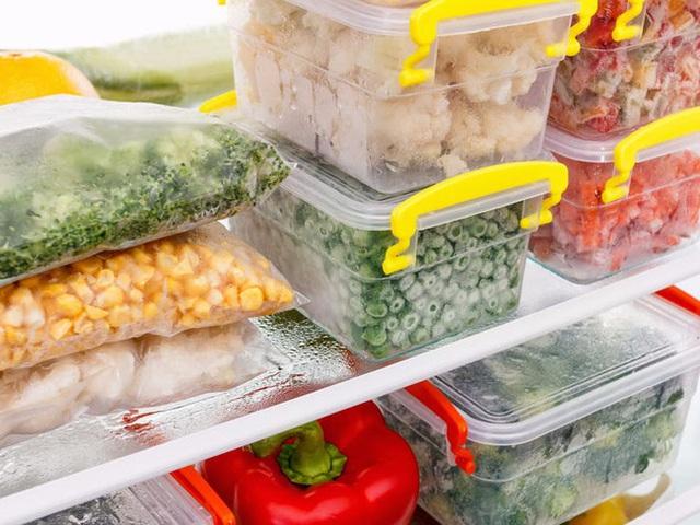 Nhìn vào củ khoai tây, cà chua, hành tây mà thấy có dấu hiệu này thì nên cho vào thùng rác vì ăn sẽ không có dinh dưỡng mà còn dễ bị ngộ độc - Ảnh 7.