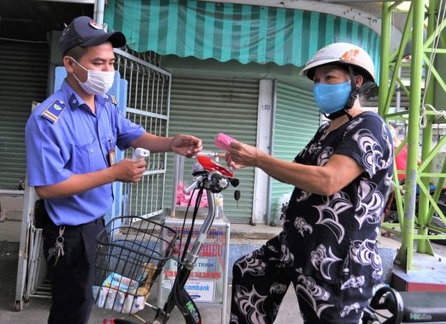 Ảnh: Ngày đầu người dân Đà Nẵng thực hiện đi chợ bằng phiếu ngày chẵn lẻ - Ảnh 3.