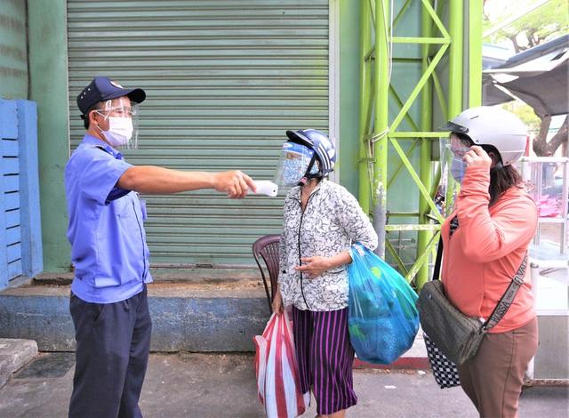 Ảnh: Ngày đầu người dân Đà Nẵng thực hiện đi chợ bằng phiếu ngày chẵn lẻ - Ảnh 17.