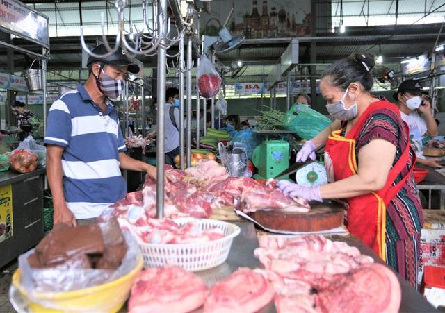 Ảnh: Ngày đầu người dân Đà Nẵng thực hiện đi chợ bằng phiếu ngày chẵn lẻ - Ảnh 19.