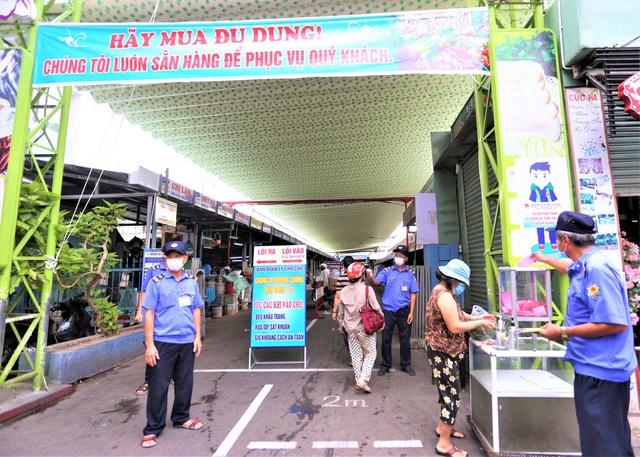 Ảnh: Ngày đầu người dân Đà Nẵng thực hiện đi chợ bằng phiếu ngày chẵn lẻ - Ảnh 24.