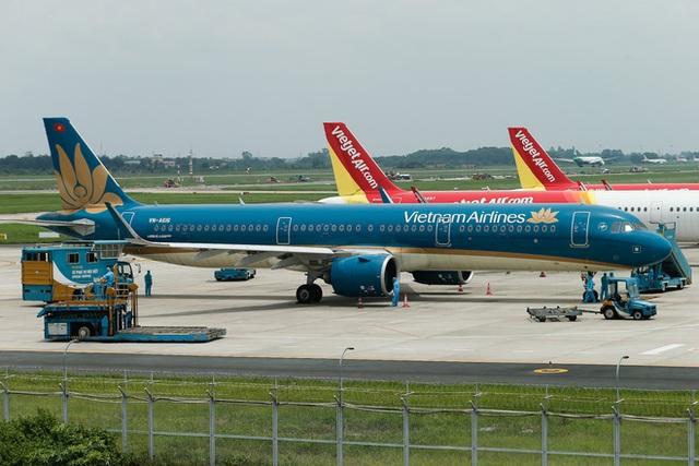 Chuyến bay đầu tiên đưa 207 người mắc kẹt ở tâm dịch Đà Nẵng về tới Hà Nội - Ảnh 4.