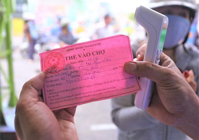 Ảnh: Ngày đầu người dân Đà Nẵng thực hiện đi chợ bằng phiếu ngày chẵn lẻ - Ảnh 7.