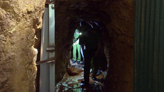 Bên trong căn hầm chứa hàng chục tấn vàng giả của nhà ngoại cảm lừa đảo chiếm đoạt tiền tỷ - Ảnh 5.
