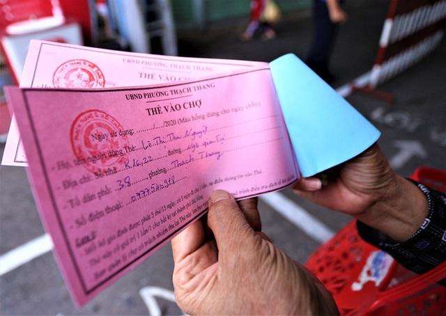 Ảnh: Ngày đầu người dân Đà Nẵng thực hiện đi chợ bằng phiếu ngày chẵn lẻ - Ảnh 8.