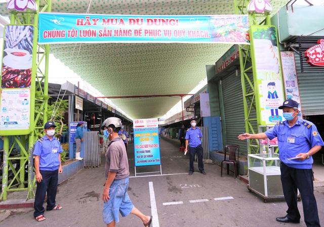 Ảnh: Ngày đầu người dân Đà Nẵng thực hiện đi chợ bằng phiếu ngày chẵn lẻ - Ảnh 11.