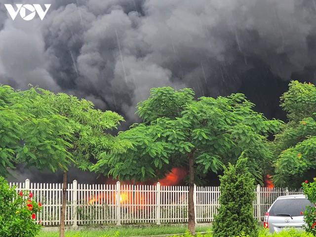 Ảnh: Hiện trường vụ cháy tại khu công nghiệp Yên Phong, Bắc Ninh  - Ảnh 1.