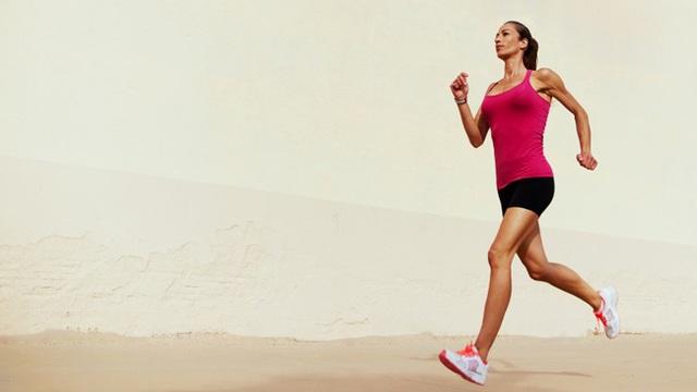 Thí sinh Hoa hậu Việt Nam bị tràn dịch khớp gối nghiêm trọng khi cố gắng chạy bộ giữ dáng: Đừng mắc phải 8 sai lầm hại thân nếu bạn cũng đang chạy bộ để giữ dáng - Ảnh 2.