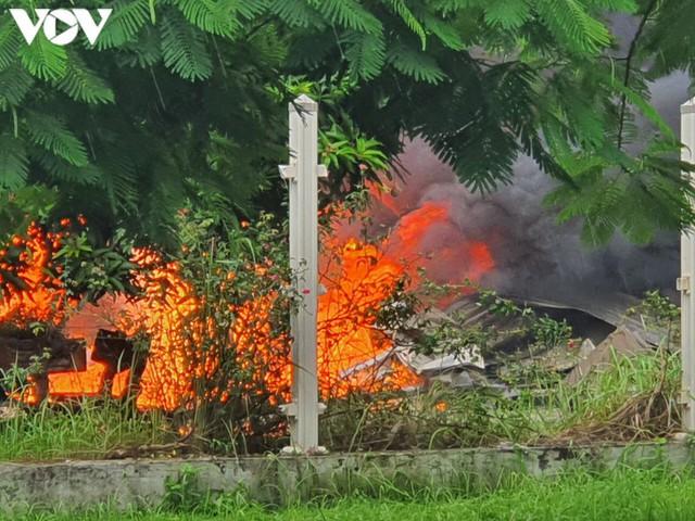 Ảnh: Hiện trường vụ cháy tại khu công nghiệp Yên Phong, Bắc Ninh  - Ảnh 3.