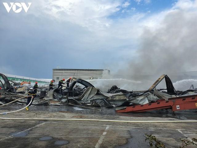 Ảnh: Hiện trường vụ cháy tại khu công nghiệp Yên Phong, Bắc Ninh  - Ảnh 6.