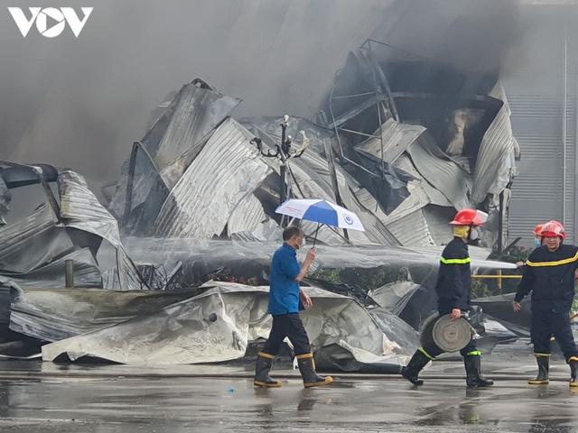 Ảnh: Hiện trường vụ cháy tại khu công nghiệp Yên Phong, Bắc Ninh  - Ảnh 7.