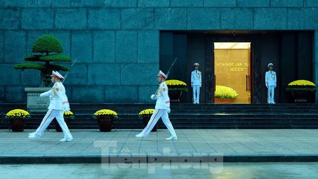 Lễ thượng cờ rủ Quốc tang nguyên Tổng Bí thư Lê Khả Phiêu - Ảnh 2.