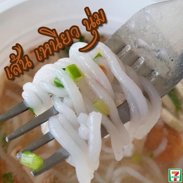 Lại thêm 1 món Việt được bán ở 7-Eleven Thái Lan nhưng nhìn hình thì không biết nên gọi là bún hay bánh canh - Ảnh 2.