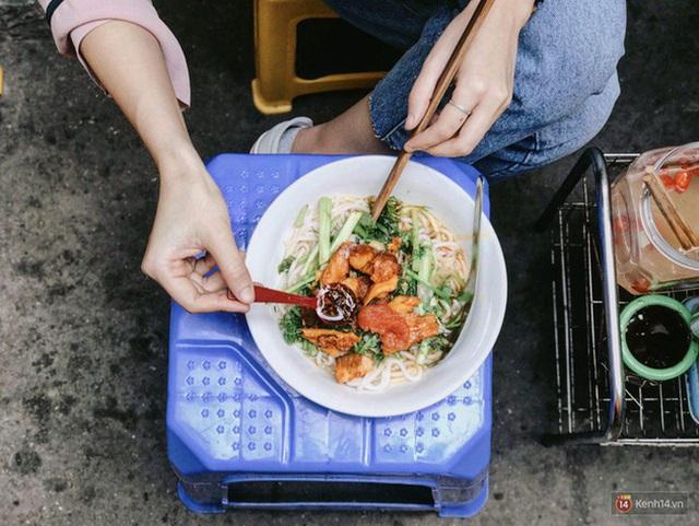 Lại thêm 1 món Việt được bán ở 7-Eleven Thái Lan nhưng nhìn hình thì không biết nên gọi là bún hay bánh canh - Ảnh 3.