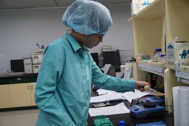 Bộ Y tế nói gì về việc mua vắc-xin ngừa Covid-19 của Nga và Anh?  - Ảnh 1.