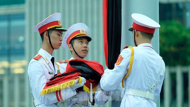 Lễ thượng cờ rủ Quốc tang nguyên Tổng Bí thư Lê Khả Phiêu - Ảnh 11.