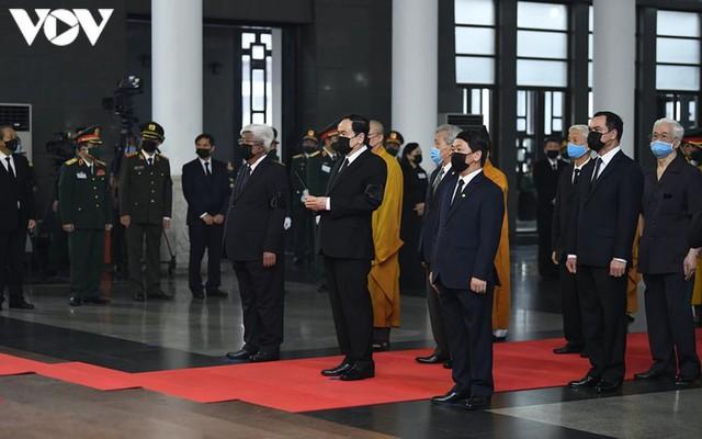 Ảnh: Lãnh đạo Đảng, Nhà nước viếng nguyên Tổng Bí thư Lê Khả Phiêu - Ảnh 16.