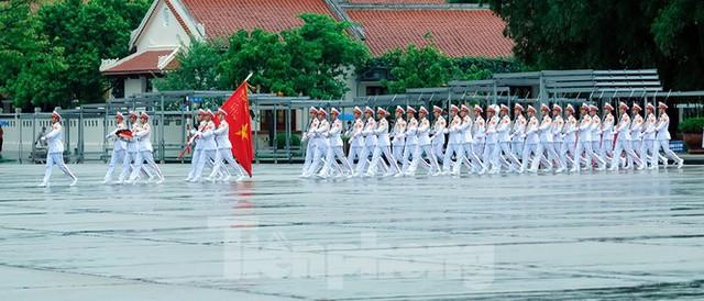 Lễ thượng cờ rủ Quốc tang nguyên Tổng Bí thư Lê Khả Phiêu - Ảnh 3.