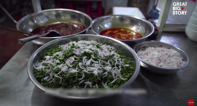 Không phải phở hay bánh mì, bữa sáng tiêu biểu của Việt Nam được trang tin Mỹ giới thiệu lại là một món làm từ lươn - Ảnh 3.
