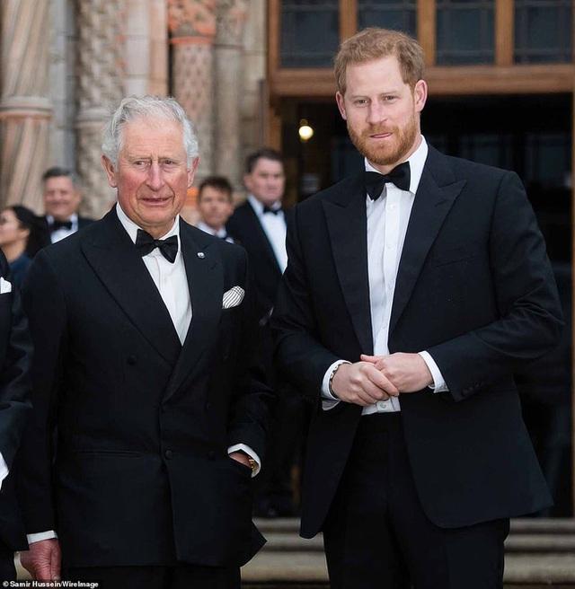 Nhờ Thái tử Charles mua biệt thự mới trị giá hơn 200 tỷ đồng, nhà Meghan Markle bị tố trục lợi, chi tiết về căn biệt thự khiến nhiều người choáng váng - Ảnh 3.