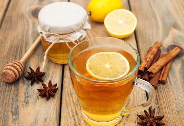 Vừa ngủ dậy buổi sáng, đừng vội uống ngay 4 loại nước này vì có thể làm tổn thương cơ thể và gây ra nhiều bệnh nghiêm trọng - Ảnh 3.