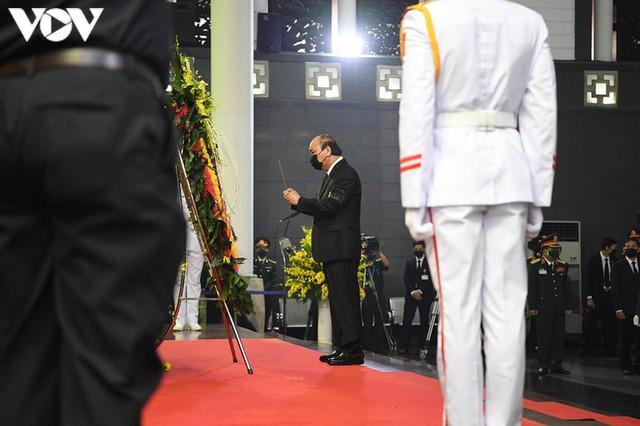 Ảnh: Lãnh đạo Đảng, Nhà nước viếng nguyên Tổng Bí thư Lê Khả Phiêu - Ảnh 4.