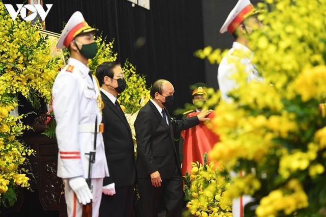 Ảnh: Lãnh đạo Đảng, Nhà nước viếng nguyên Tổng Bí thư Lê Khả Phiêu - Ảnh 5.