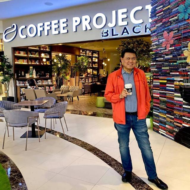 Chuyện chưa kể về tỷ phú giàu thứ 2 Philippines: Tuổi thơ nghèo khổ, vừa học vừa bán cá tới lúc thành ông trùm vẫn chỉ đi xe bình dân - Ảnh 4.