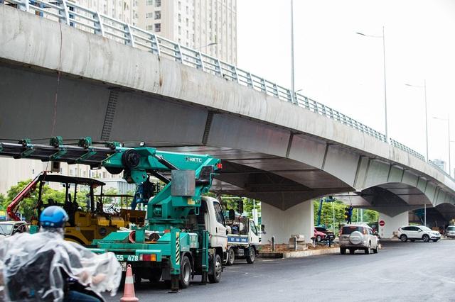Cận cảnh cây cầu vượt lớn nhất Hà Nội sắp thông xe - Ảnh 2.