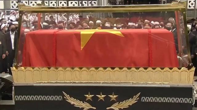 Lễ truy điệu và an táng Nguyên Tổng Bí thư Lê Khả Phiêu - Ảnh 35.