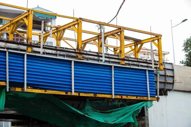 Cận cảnh cây cầu vượt lớn nhất Hà Nội sắp thông xe - Ảnh 5.
