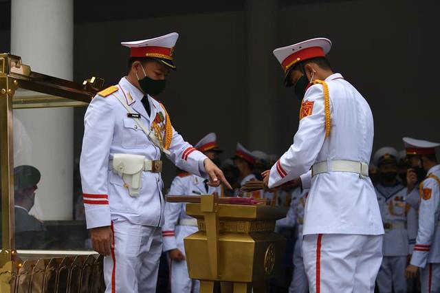 Lễ truy điệu và an táng Nguyên Tổng Bí thư Lê Khả Phiêu - Ảnh 65.