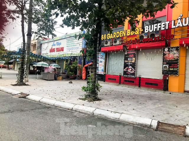 Thành phố Hải Dương vắng lặng ngày đầu giãn cách toàn xã hội - Ảnh 2.