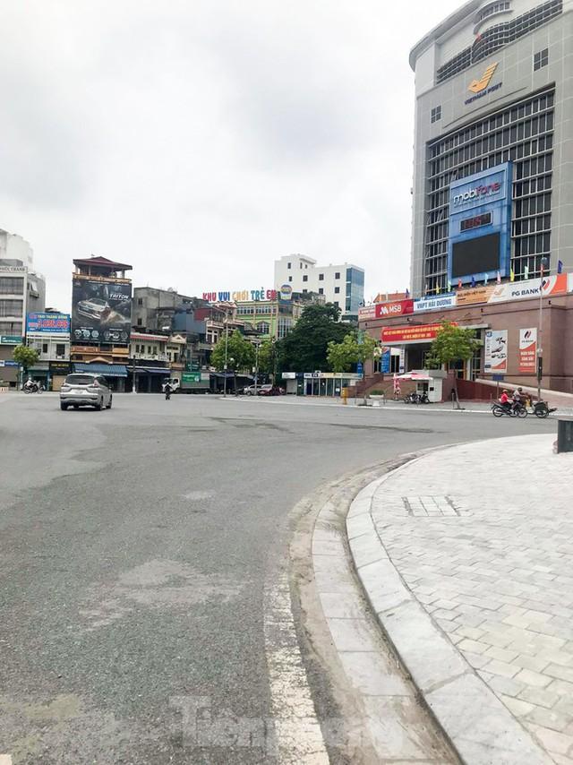 Thành phố Hải Dương vắng lặng ngày đầu giãn cách toàn xã hội - Ảnh 5.