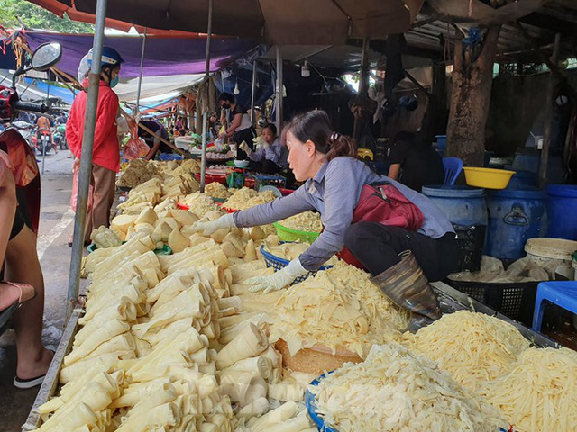 Măng rừng vào mùa tươi ngon, ngập tràn chợ Hà Nội - Ảnh 7.