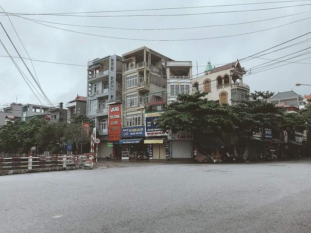 Thành phố Hải Dương vắng lặng ngày đầu giãn cách toàn xã hội - Ảnh 7.