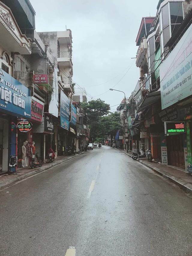 Thành phố Hải Dương vắng lặng ngày đầu giãn cách toàn xã hội - Ảnh 9.