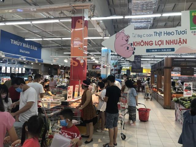 Giá thịt lợn bắt đầu giảm, doanh nghiệp đua nhau bán không lợi nhuận - Ảnh 1.