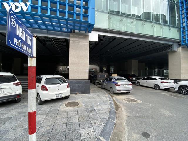 Rác thải, đỗ xe tự phát dọc tuyến đường sắt trên cao Cát Linh - Hà Đông - Ảnh 11.